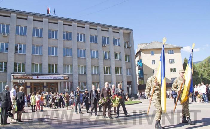 Рахів новини. 9 травня 2015р., відбувся мітинг присв`ячений 70-й річниці з Дня перемоги над нацизмом у Другій світовій війні.