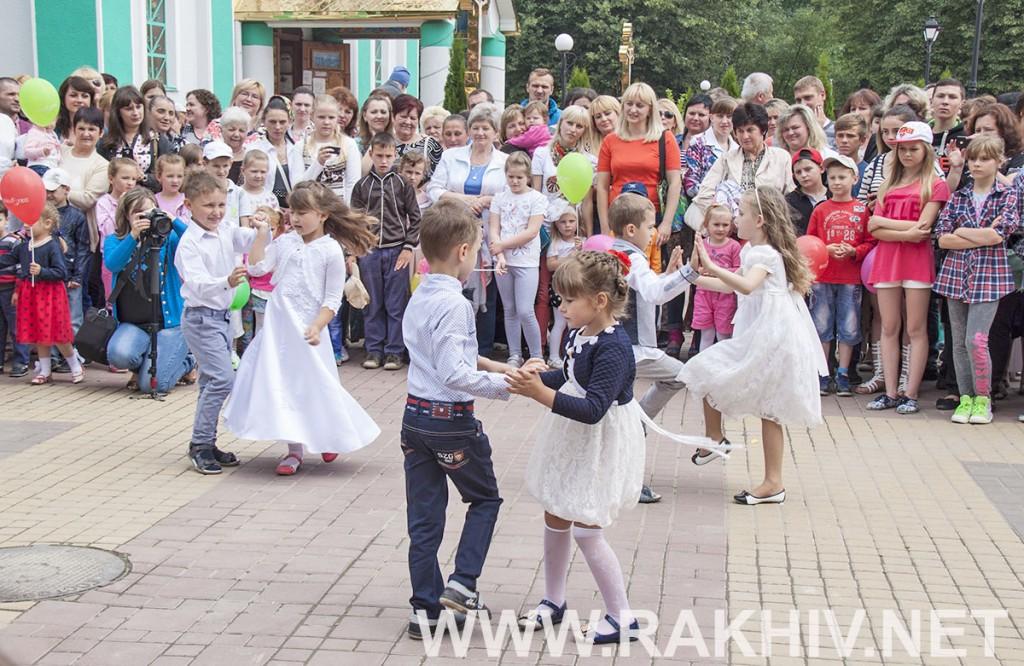 танець_відкриття_майданчик_рахів