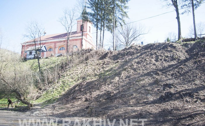 Рахів новини. Депутати, працівники міськради, міський голова, жителі м.Рахів прибрали чергове сміттєзвалище.