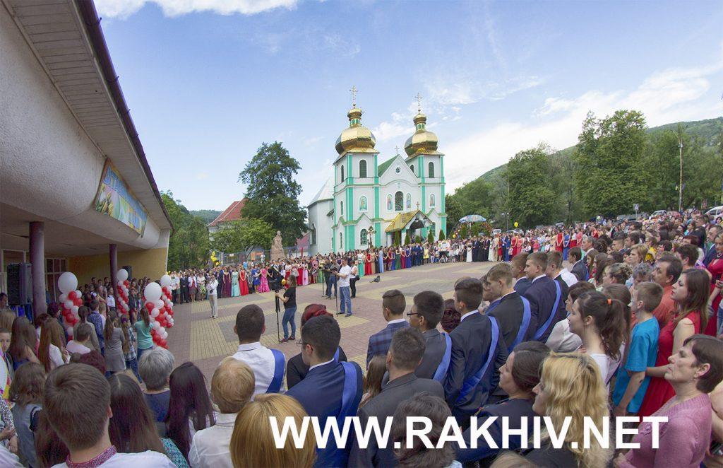 Рахів_свято_випускники_фото
