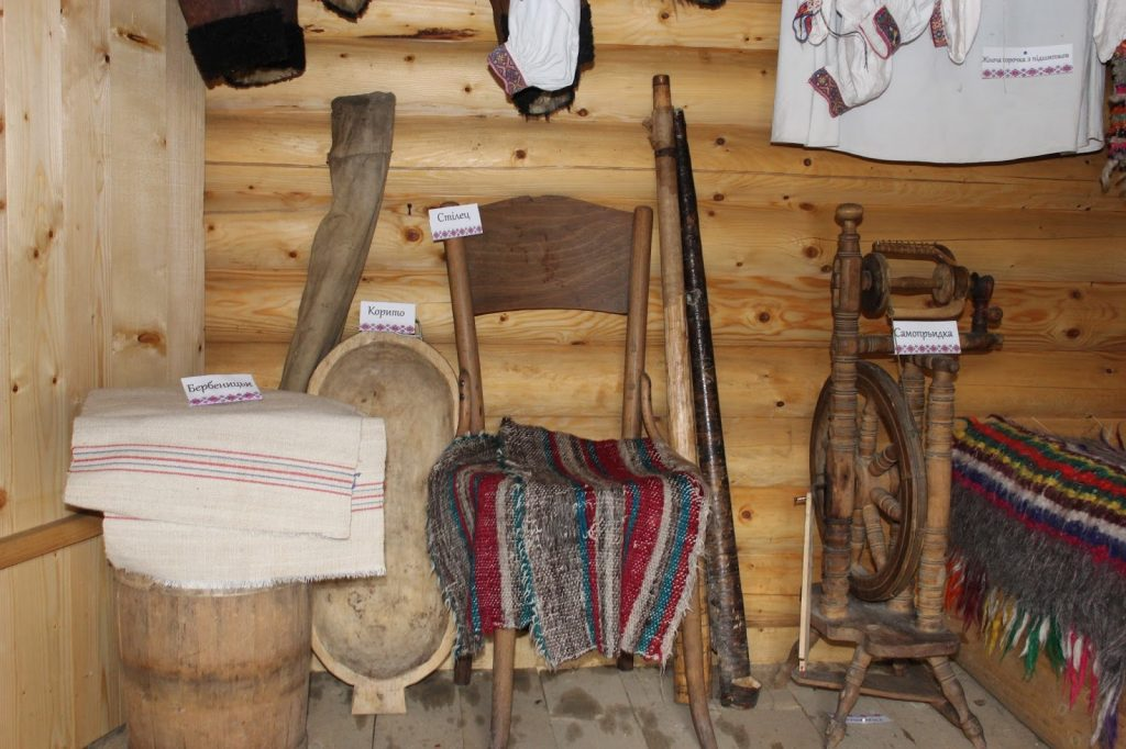 гуцульська-хатинка-музей_богдан