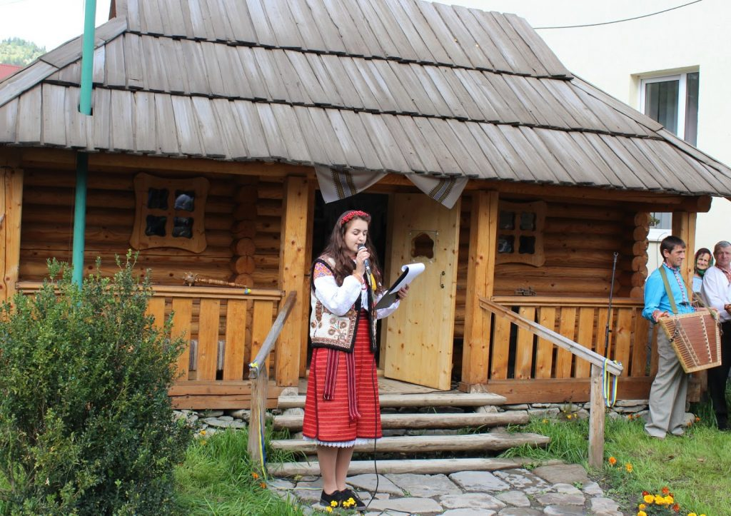 музей гуцульська хатинка