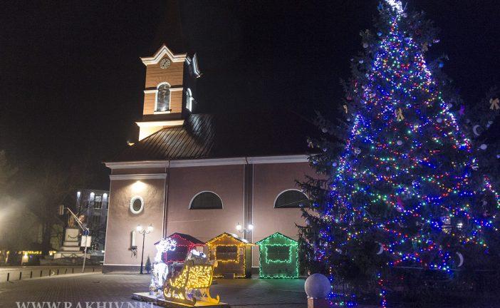 Рахів 19 грудня Св'ято Миколая. Ялинка Рахова 2020. Фото